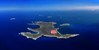 pink lake, island 20074000415| 写真素材・ストックフォト・画像・イラスト素材|アマナイメージズ