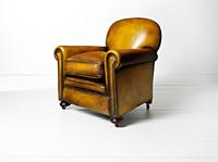 tan armchair 3-4.jpg 20075000305| 写真素材・ストックフォト・画像・イラスト素材|アマナイメージズ