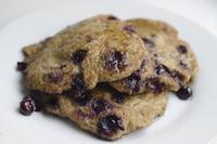 Vegan blueberry pancakes 20078000074| 写真素材・ストックフォト・画像・イラスト素材|アマナイメージズ