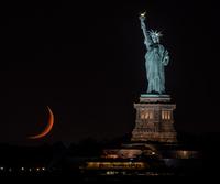 Liberty Crescent 自由の女神と月