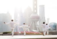 China, Shanghai. Chinese men practising Tai Chi on the Bund (MR) 20088004402| 写真素材・ストックフォト・画像・イラスト素材|アマナイメージズ