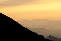 China, Beijing Province, Jiankou. The Great Wall of China, Jiankou section, at sunrise. 20088004666| 写真素材・ストックフォト・画像・イラスト素材|アマナイメージズ