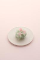 桜の和菓子 21002003719| 写真素材・ストックフォト・画像・イラスト素材|アマナイメージズ