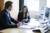 オフィスの女性と男性