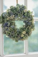 青い花のリース 21006000092| 写真素材・ストックフォト・画像・イラスト素材|アマナイメージズ