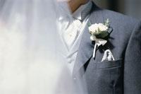 タキシードと白いバラ