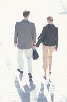 外国人男性と女性 21007000296| 写真素材・ストックフォト・画像・イラスト素材|アマナイメージズ