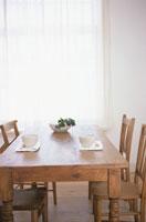 テーブルの上のティーセット 21007001013B| 写真素材・ストックフォト・画像・イラスト素材|アマナイメージズ