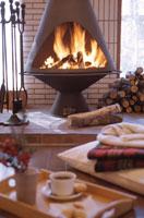 暖炉のあるリビングルーム