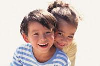 笑顔の日本人男の子と女の子