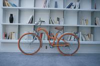 リビング 自転車 21007004501| 写真素材・ストックフォト・画像・イラスト素材|アマナイメージズ