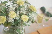 ガラス瓶に生けた花束