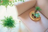 ソファの上のお茶セット