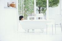 入浴する日本人女性