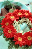 ガーベラのリース 21014000963| 写真素材・ストックフォト・画像・イラスト素材|アマナイメージズ