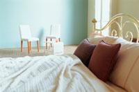 アンティーク調ベッドと椅子2脚