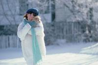 女の子と犬 21022000035| 写真素材・ストックフォト・画像・イラスト素材|アマナイメージズ