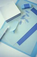 ブルー系のメモや付箋紙やクリップなど