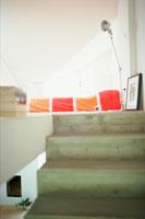 階段の上のベッドルーム