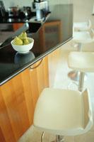 キッチンカウンターの上の洋梨