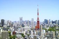 麻布十番から見た東京タワーと虎ノ門ヒルズ
