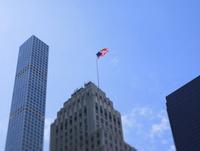 マンハッタンにはためくアメリカ国旗