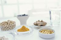 小分けされた大豆やショウガやサプリメント類 21028001633| 写真素材・ストックフォト・画像・イラスト素材|アマナイメージズ