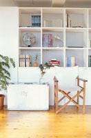 棚とイス 21028002054| 写真素材・ストックフォト・画像・イラスト素材|アマナイメージズ