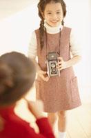 カメラを持つ女の子