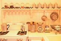 キッチンに並ぶ調理器具や調味料