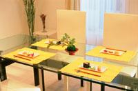 和風のテーブルセッティング 21044001044| 写真素材・ストックフォト・画像・イラスト素材|アマナイメージズ