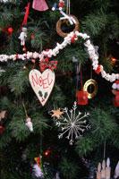 ハートのクリスマスオーナメント 21068000105| 写真素材・ストックフォト・画像・イラスト素材|アマナイメージズ