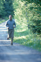 ジョギングする男性