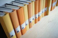 棚に並ぶファイル