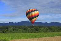 熱気球 21083018002| 写真素材・ストックフォト・画像・イラスト素材|アマナイメージズ