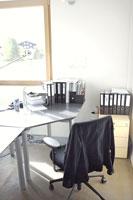 オフィスのデスクと椅子