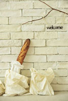フランスパンと布バッグとウエルカム