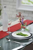 テーブルセットと青唐辛子