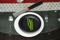 皿の上の青唐辛子