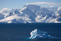 Icebergs and dramatic mountains in the Gerlache Strait. Anta