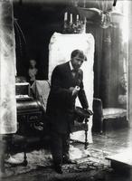 Self portrait, posing with a silk hat in the studio, Rue du Val de Grace, Paris, c.1896 (b/w photo) 22040249597| 写真素材・ストックフォト・画像・イラスト素材|アマナイメージズ