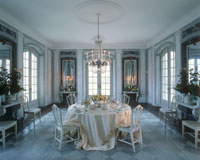 Elegantly laid table in a marble hall 22199010963| 写真素材・ストックフォト・画像・イラスト素材|アマナイメージズ