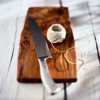 Knife with kitchen string