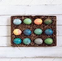 Box of coloured Easter eggs 22199022169| 写真素材・ストックフォト・画像・イラスト素材|アマナイメージズ