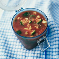 Tomato and vegetable soup for a picnic