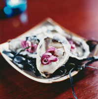 Oysters with red onions