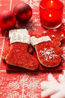 Christmas biscuits: red boots and gloves