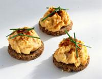 Bavarian Camembert spread on rye bread 22199035568| 写真素材・ストックフォト・画像・イラスト素材|アマナイメージズ