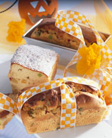 Fruit loaves to give as gifts