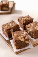 Brownies with walnuts 22199035690| 写真素材・ストックフォト・画像・イラスト素材|アマナイメージズ